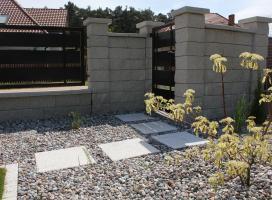 Ogrodzenie murowane z boksem śmietnikowym Skała Lubuska kolor wapień